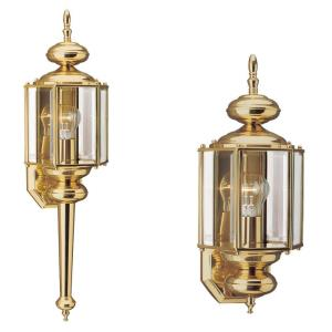 One Light Outdoor in Traditional Style - 7 inches wide by 25.5 inches high